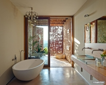 natural-light-bathroom-dappled-villacp