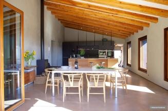 open-plan-show-cooking-kitchen-island-photoshoot-villa-cp-elisendafontarnau-img_0130
